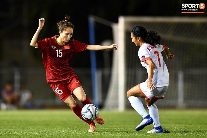 Đội trưởng tuyển nữ Việt Nam đổ gục xuống sân vì kiệt sức sau khi cùng đồng đội giành quyền vào chung kết SEA Games 30 - ảnh 8