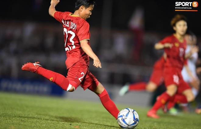 Đội trưởng tuyển nữ Việt Nam đổ gục xuống sân vì kiệt sức sau khi cùng đồng đội giành quyền vào chung kết SEA Games 30 - ảnh 7