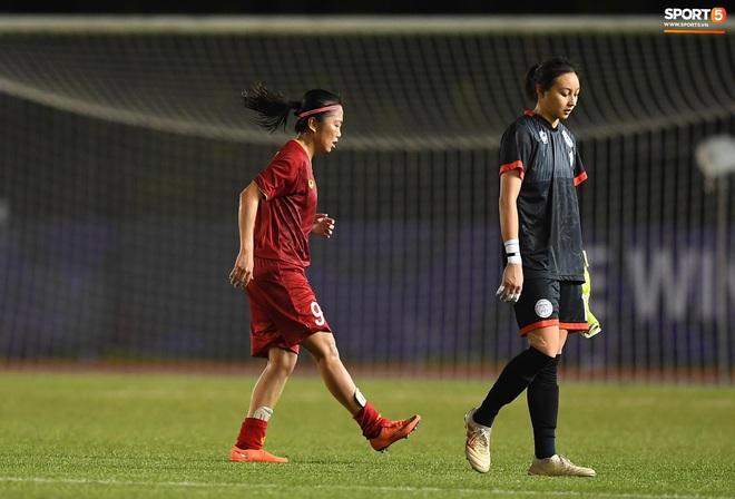Đội trưởng tuyển nữ Việt Nam đổ gục xuống sân vì kiệt sức sau khi cùng đồng đội giành quyền vào chung kết SEA Games 30 - ảnh 4