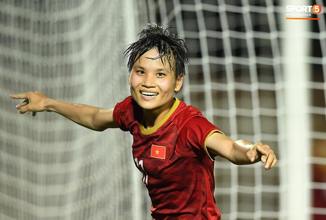 Đội trưởng tuyển nữ Việt Nam đổ gục xuống sân vì kiệt sức sau khi cùng đồng đội giành quyền vào chung kết SEA Games 30 - ảnh 11