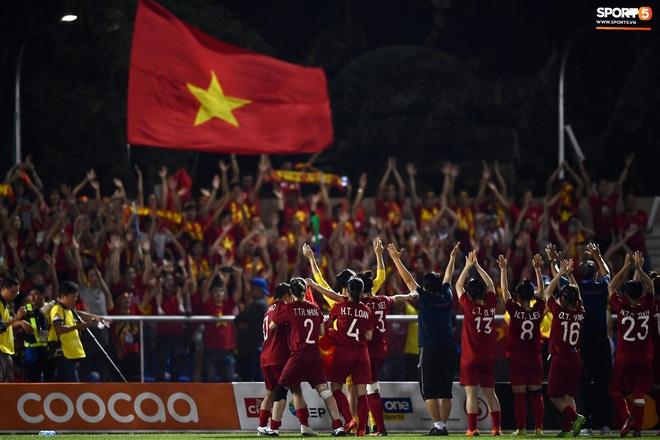 Đội trưởng tuyển nữ Việt Nam đổ gục xuống sân vì kiệt sức sau khi cùng đồng đội giành quyền vào chung kết SEA Games 30 - ảnh 18