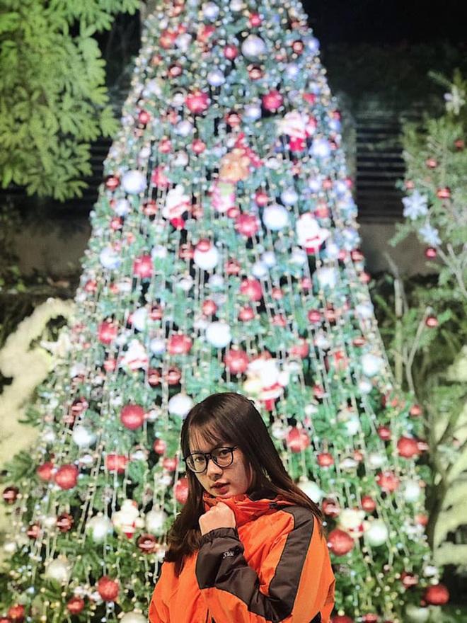 Noel ở trường Đại học Thăng Long - nơi dành cho rich kids: Có cả khu vườn địa đàng lẫn máy phun tuyết nhân tạo, lung linh không khác gì Châu Âu - ảnh 14