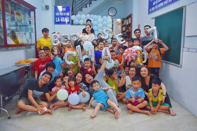 Gặp thầy giáo tiếng Anh đứng sau những bữa ăn miễn phí cho trẻ em nghèo ở Sài Gòn: Làm từ thiện cũng như làm dâu trăm họ - ảnh 2