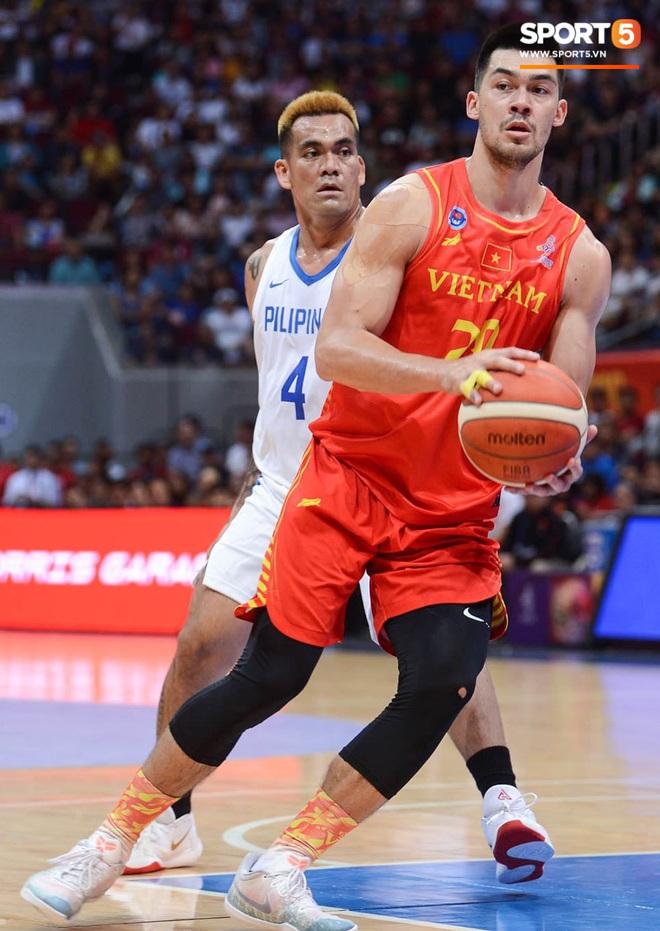 Bất lợi quá lớn về mặt thể hình, đội tuyển bóng rổ Việt Nam nhận thất bại với tỉ số đậm trước chủ nhà Philippines - ảnh 10