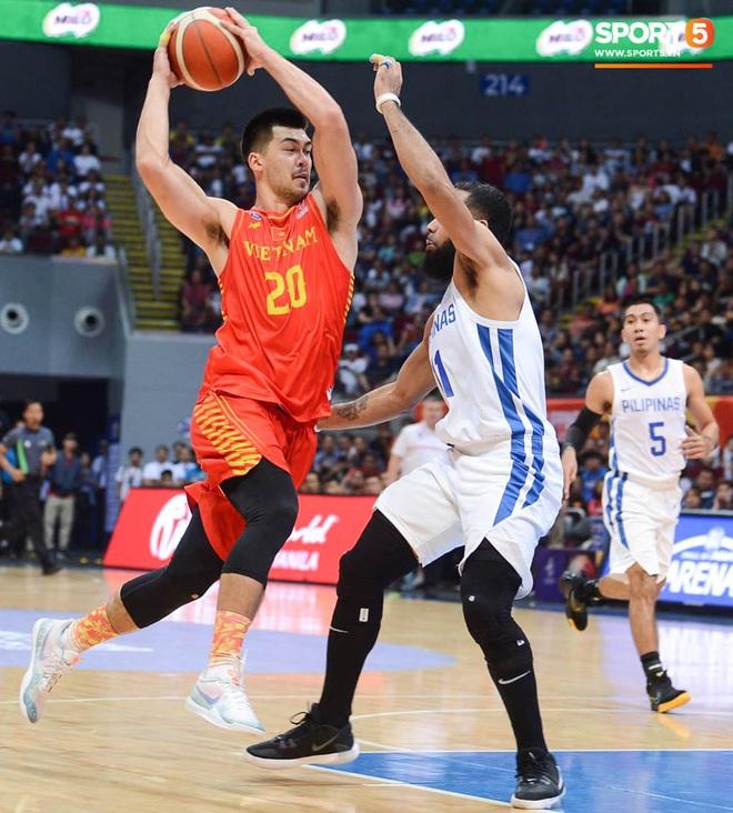 Bất lợi quá lớn về mặt thể hình, đội tuyển bóng rổ Việt Nam nhận thất bại với tỉ số đậm trước chủ nhà Philippines - ảnh 9