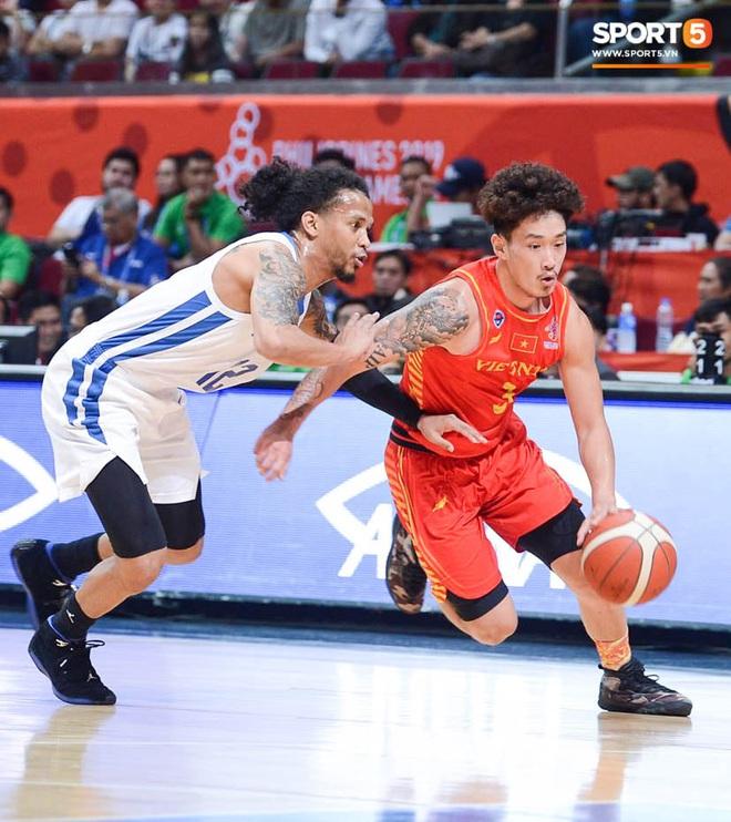 Bất lợi quá lớn về mặt thể hình, đội tuyển bóng rổ Việt Nam nhận thất bại với tỉ số đậm trước chủ nhà Philippines - ảnh 1