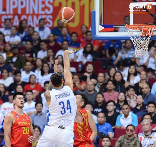 Bất lợi quá lớn về mặt thể hình, đội tuyển bóng rổ Việt Nam nhận thất bại với tỉ số đậm trước chủ nhà Philippines - ảnh 6