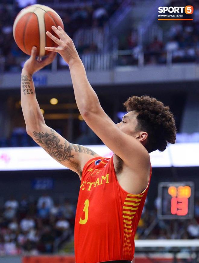 Bất lợi quá lớn về mặt thể hình, đội tuyển bóng rổ Việt Nam nhận thất bại với tỉ số đậm trước chủ nhà Philippines - ảnh 2