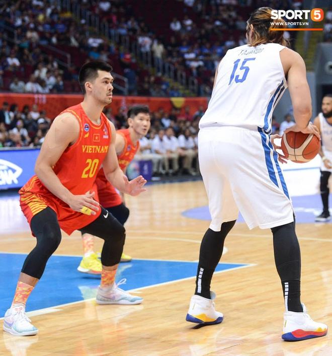 Bất lợi quá lớn về mặt thể hình, đội tuyển bóng rổ Việt Nam nhận thất bại với tỉ số đậm trước chủ nhà Philippines - ảnh 7