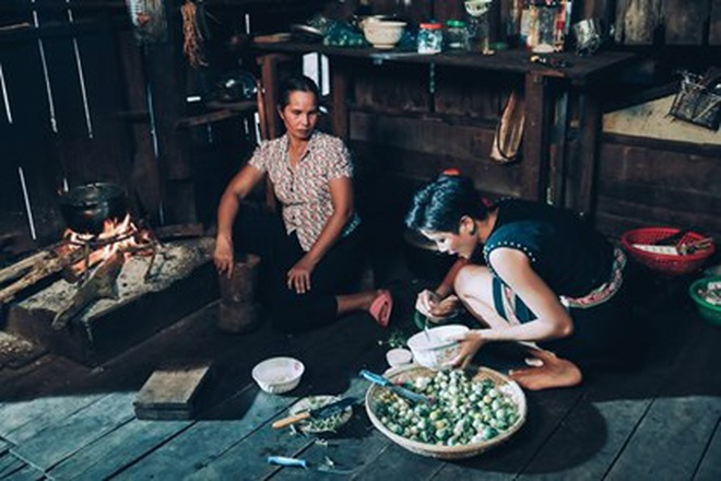 Chặng đường 2 năm đăng quang của H'Hen Niê: Nàng hậu sẵn sàng đi dép lê, lội ruộng, dung dị nhưng đầy cảm hứng - ảnh 3