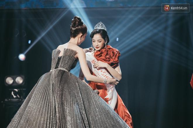 Ngọc Trinh đích thân trao vương miện Miss Showbiz International 2019, Chi Pu có thêm một sân khấu để đời? - ảnh 6
