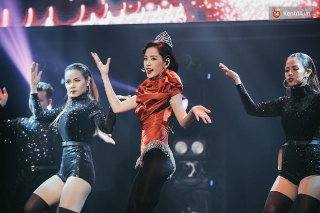 Ngọc Trinh đích thân trao vương miện Miss Showbiz International 2019, Chi Pu có thêm một sân khấu để đời? - ảnh 11