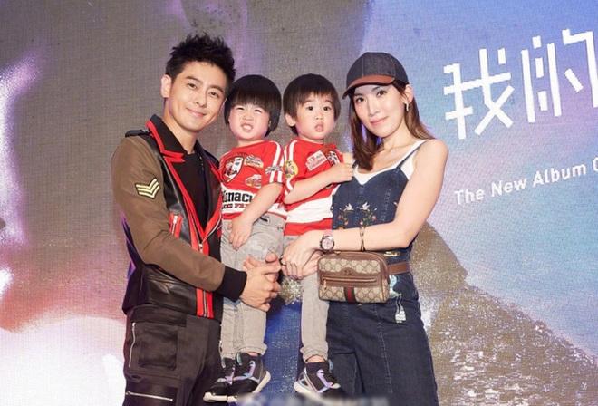 Mời ngày nào còn bé xíu trong vòng tay bố, 2 nhóc tì sinh đôi nhà Lâm Chí Dĩnh giờ đã lớn nhanh như thổi và siêu đáng yêu - Ảnh 7.