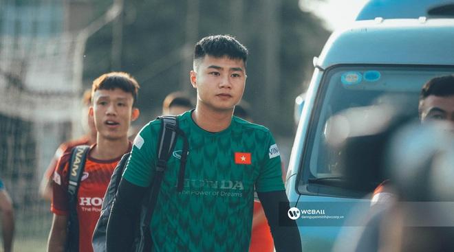 Thủ môn Nguyễn Văn Toản: Trước khung thành là lạnh lùng boy, ra ngoài sân hoá bánh bao cháy của hội fan girl - Ảnh 2.