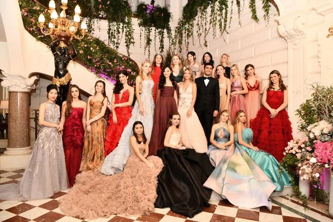 """Tiệc xa hoa của hội tiểu thư nhà siêu giàu: Tràn ngập đồ Haute Couture, """"gắt"""" không thua kém thảm đỏ siêu sao - ảnh 2"""