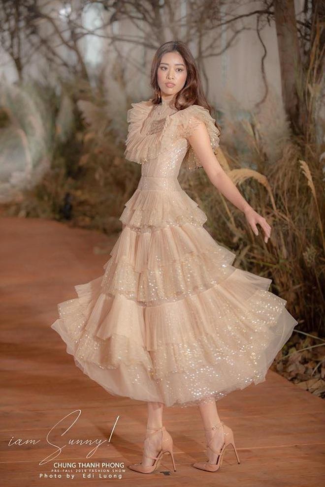 Catwalk điêu luyện nhường này, tân Hoa hậu Khánh Vân chắc chắn sẽ làm nên chuyện ở đấu trường nhan sắc quốc tế - ảnh 13