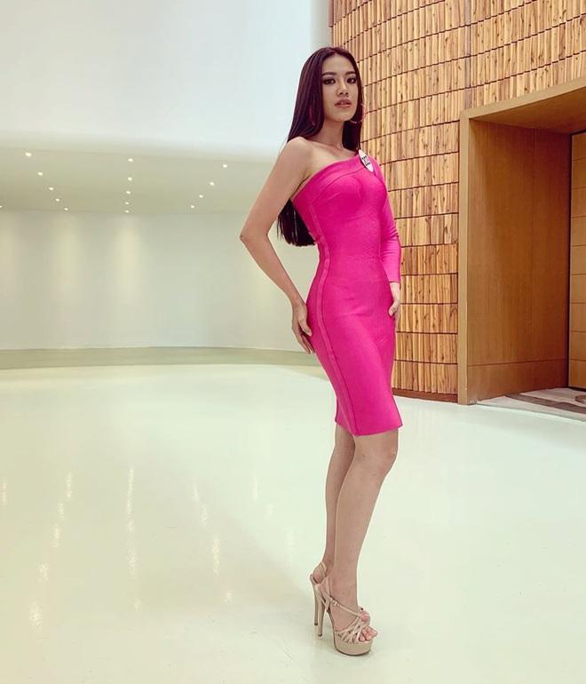 Á hậu Nguyễn Huỳnh Kim Duyên: Để mãi 1 kiểu tóc thương hiệu nhưng không hề nhàm mà còn thần thái ngút ngàn - ảnh 12