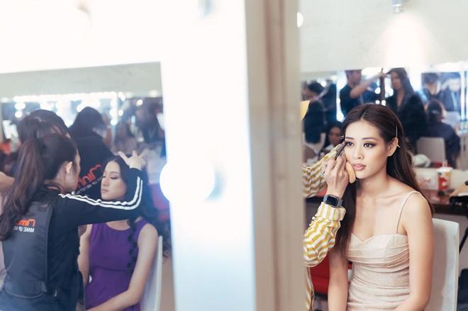 Đột nhập hậu trường Hoa hậu Hoàn vũ Việt Nam trước giờ G chung kết: Top 45 đã sẵn sàng bùng nổ để chinh phục vương miện - ảnh 1