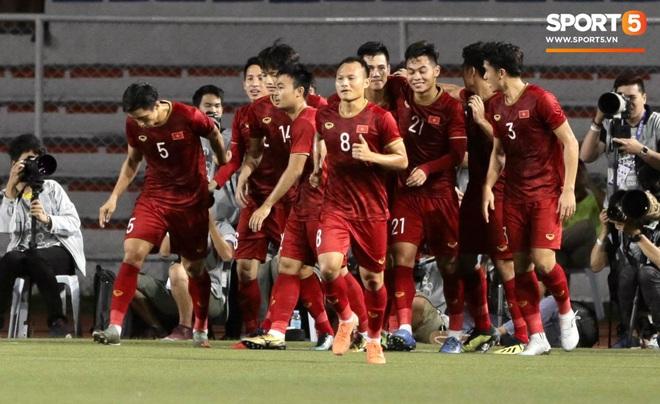Đội tuyển U22 Việt Nam đã có mặt tại sân, sẵn sàng chinh phục tấm HCV SEA Games - ảnh 2
