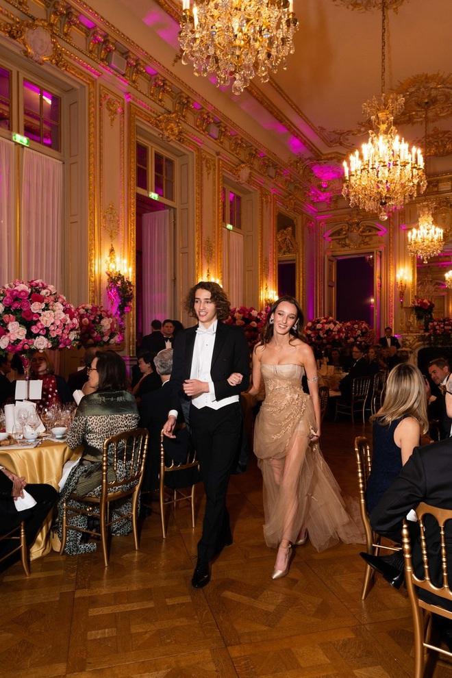 """Tiệc xa hoa của hội tiểu thư nhà siêu giàu: Tràn ngập đồ Haute Couture, """"gắt"""" không thua kém thảm đỏ siêu sao - ảnh 13"""