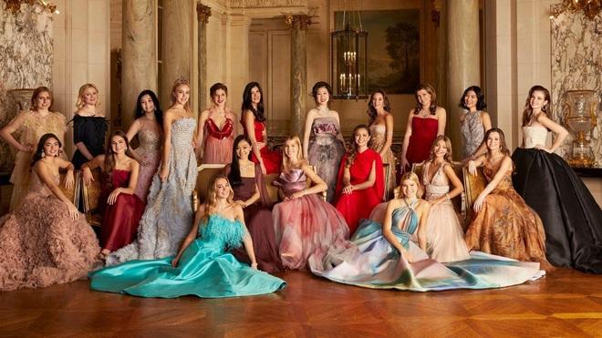 """Tiệc xa hoa của hội tiểu thư nhà siêu giàu: Tràn ngập đồ Haute Couture, """"gắt"""" không thua kém thảm đỏ siêu sao - ảnh 1"""