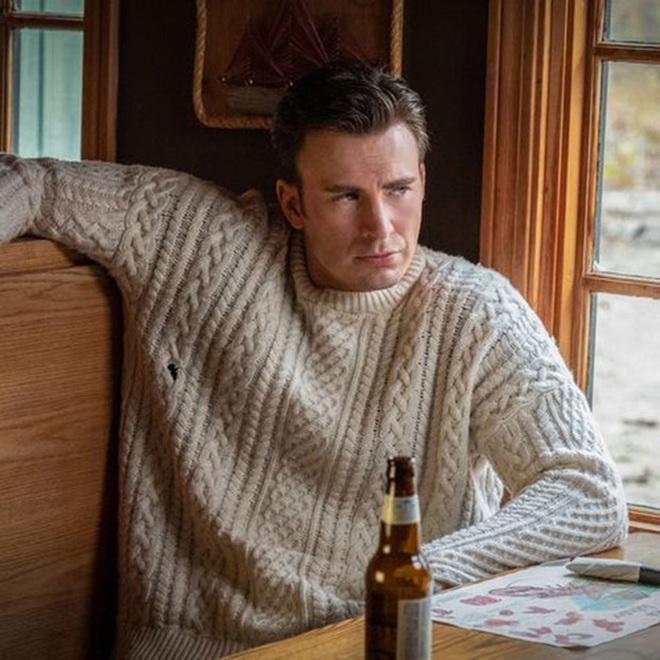 Không chỉ phát điên vì Chris Evan quá đẹp trai, dân tình còn nháo nhác vì chiếc áo len hoàn hảo anh diện trong Knives Out - ảnh 1