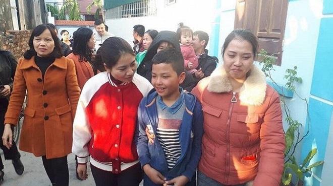 Bé trai 10 tuổi nghi mất tích đạp xe từ Hải Dương lên Hà Nội, ăn chực cỗ cưới, đêm ngủ ven đường tàu - ảnh 1