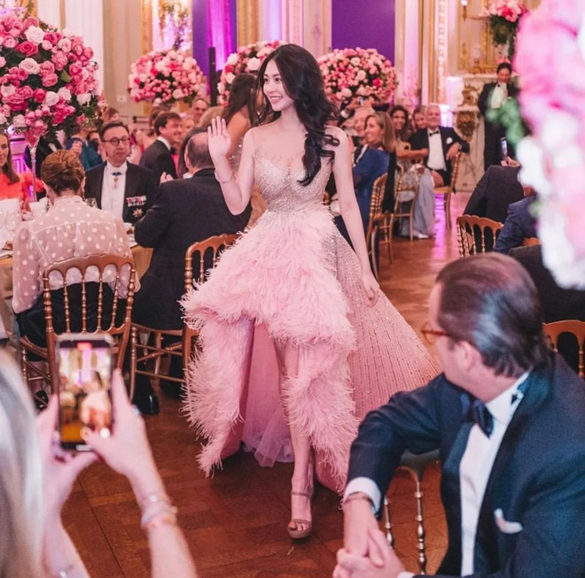 """Tiệc xa hoa của hội tiểu thư nhà siêu giàu: Tràn ngập đồ Haute Couture, """"gắt"""" không thua kém thảm đỏ siêu sao - ảnh 5"""