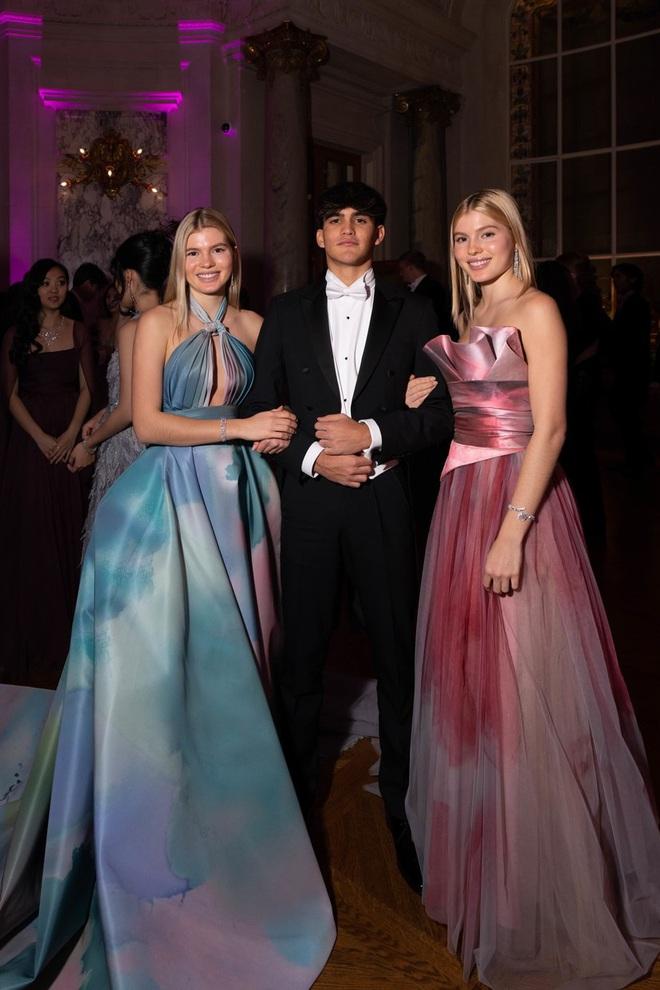 """Tiệc xa hoa của hội tiểu thư nhà siêu giàu: Tràn ngập đồ Haute Couture, """"gắt"""" không thua kém thảm đỏ siêu sao - ảnh 9"""