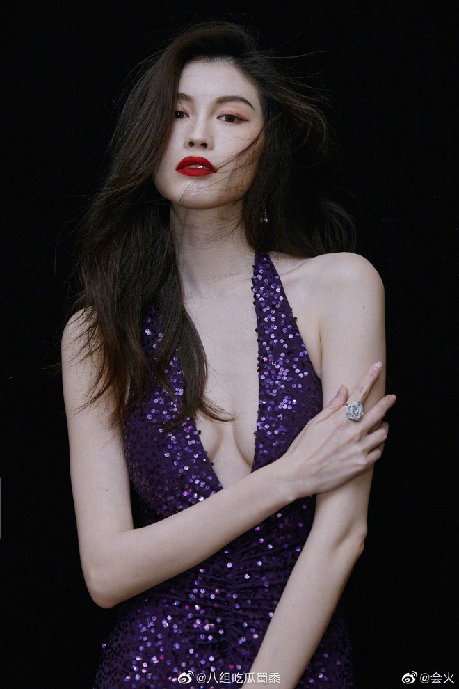 Đẳng cấp siêu mẫu Victoria's Secret: Sui He khiến Weibo sốt xình xịch với khoảnh khắc tạo dáng cực thần thái - ảnh 5