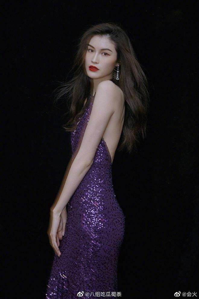 Đẳng cấp siêu mẫu Victoria's Secret: Sui He khiến Weibo sốt xình xịch với khoảnh khắc tạo dáng cực thần thái - ảnh 8
