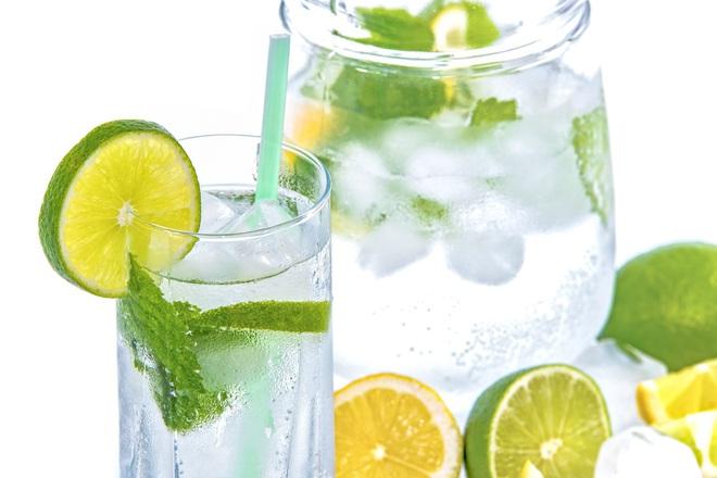 5 lợi ích bất ngờ của việc uống nước chanh, thứ nước vô cùng quen thuộc mà nhà nào cũng có - ảnh 2