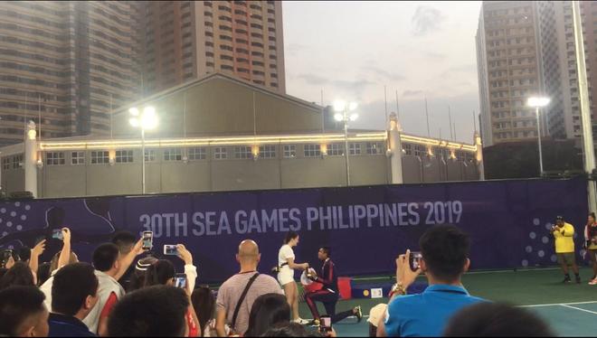 Cầu hôn bạn gái ngay sau khi giành HCB và cái kết khiến tay vợt Philippines trở thành VĐV hạnh phúc nhất SEA Games 30 - ảnh 1