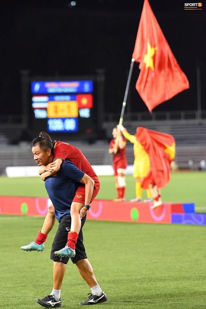 Nhìn lại hình ảnh Văn Hậu máu chảy ròng ròng, Trọng Hoàng toác hai đầu gối để đưa U22 Việt Nam vào chung kết SEA Games 30 - ảnh 15
