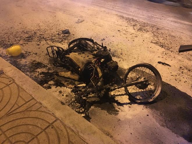 TP. HCM: Xe máy cháy trơ khung khi đi bão sau trận thắng của U22 Việt Nam trước Campuchia  - Ảnh 3.