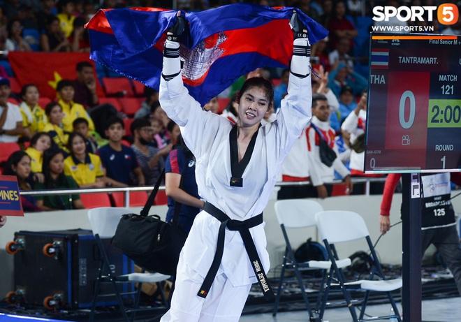 Lý lịch cực khủng của nữ biểu tượng thể thao Campuchia vừa giành HCV Taekwondo SEA Games 30: Cao 1m83, Facebook cá nhân hơn 1,7 triệu follow, từng lập thành tích vô tiền khoáng hậu trong lịch sử thể thao nước nhà - ảnh 6