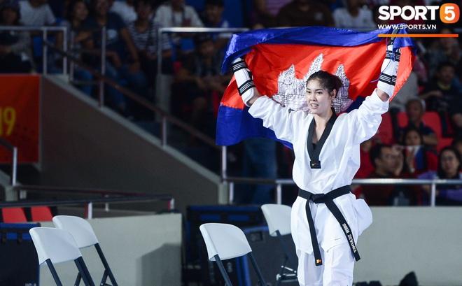 Lý lịch cực khủng của nữ biểu tượng thể thao Campuchia vừa giành HCV Taekwondo SEA Games 30: Cao 1m83, Facebook cá nhân hơn 1,7 triệu follow, từng lập thành tích vô tiền khoáng hậu trong lịch sử thể thao nước nhà - ảnh 8