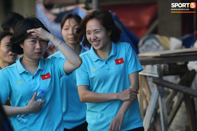 ĐT nữ Việt Nam cười tươi, thoải mái trước giờ đấu Thái Lan trong trận tranh huy chương vàng SEA Games 30 - ảnh 2
