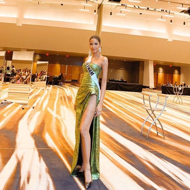 Chiến lược thời trang cao tay của Hoàng Thùy tại Miss Universe: Mỗi ngày diện một màu không trùng phát nào, lần nào cũng rực rỡ chói chang - ảnh 6