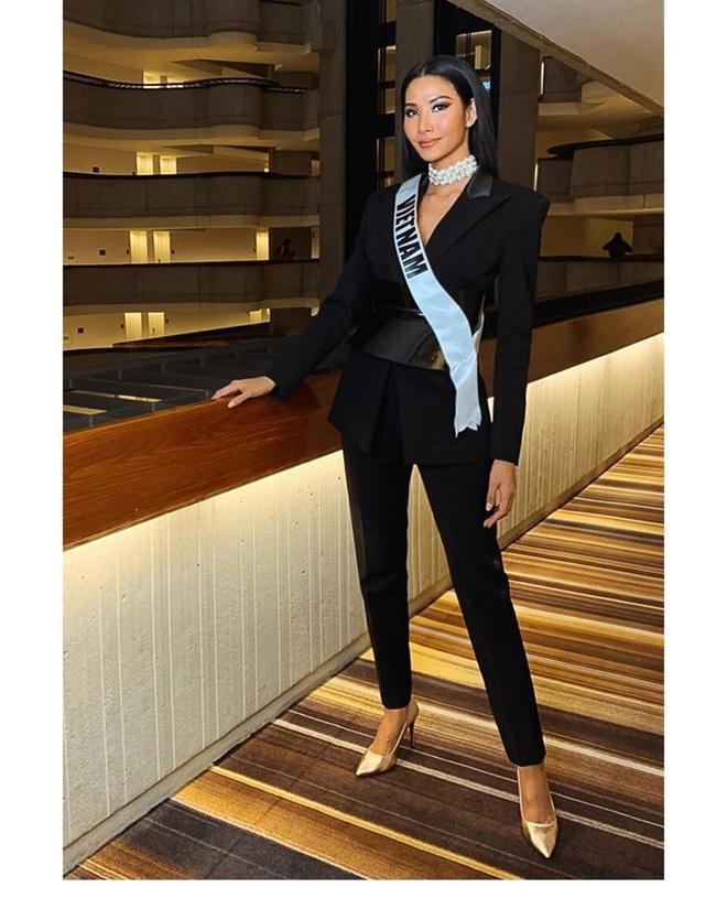 Chiến lược thời trang cao tay của Hoàng Thùy tại Miss Universe: Mỗi ngày diện một màu không trùng phát nào, lần nào cũng rực rỡ chói chang - ảnh 14