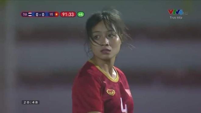 Nữ cầu thủ Hoàng Thị Loan: Vào sân từ băng ghế dự bị nhưng chiếm sạch spotlight, được cameraman ưu ái trong từng khung hình - ảnh 5