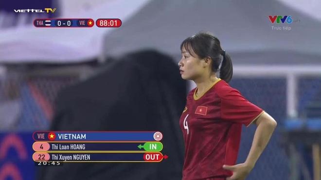 Nữ cầu thủ Hoàng Thị Loan: Vào sân từ băng ghế dự bị nhưng chiếm sạch spotlight, được cameraman ưu ái trong từng khung hình - ảnh 1