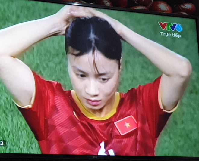 Nữ cầu thủ Hoàng Thị Loan: Vào sân từ băng ghế dự bị nhưng chiếm sạch spotlight, được cameraman ưu ái trong từng khung hình - ảnh 6