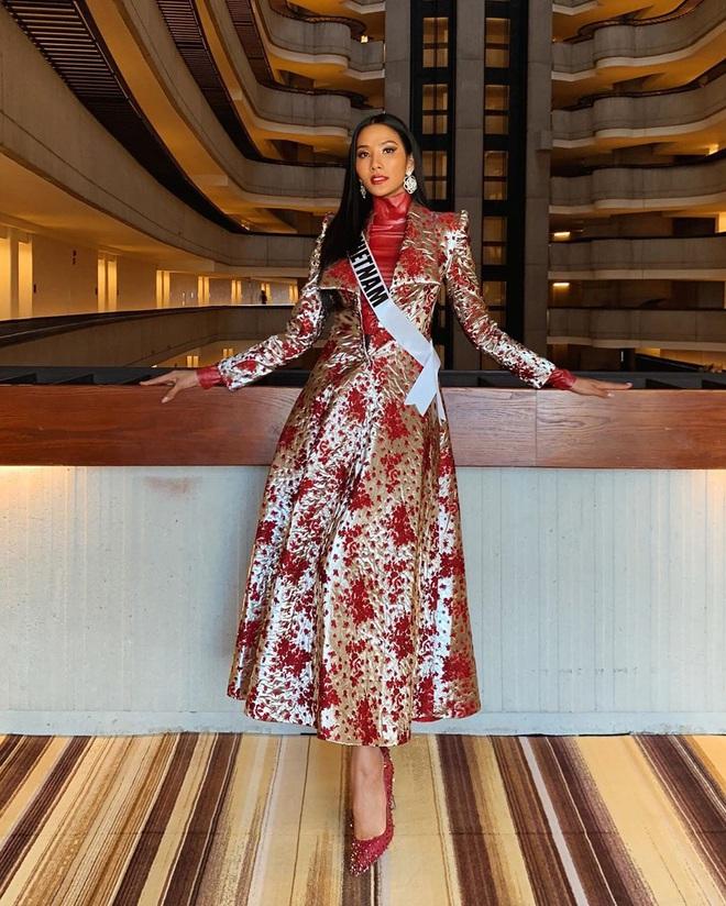 Chiến lược thời trang cao tay của Hoàng Thùy tại Miss Universe: Mỗi ngày diện một màu không trùng phát nào, lần nào cũng rực rỡ chói chang - ảnh 11
