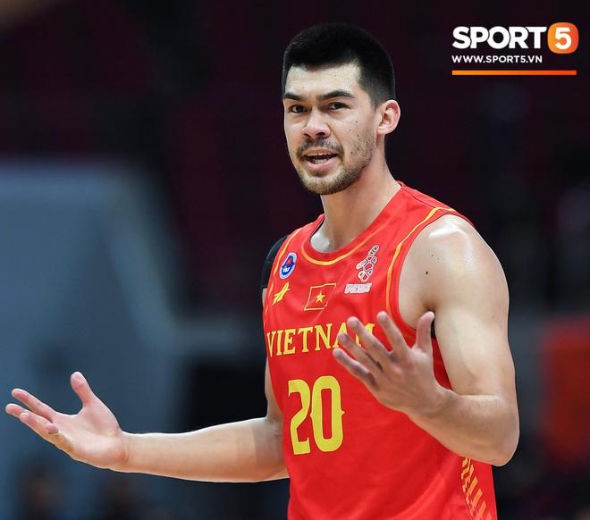 Cộng đồng mạng Việt Nam bức xúc với trọng tài sau thất bại của đội tuyển bóng rổ ở bán kết SEA Games 30 - ảnh 2
