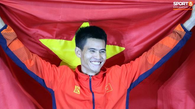 SEA Games 2019: VĐV Philippines ăn quả đắng khi cố húc văng Dương Văn Thái của Việt Nam khỏi đường đua - ảnh 9