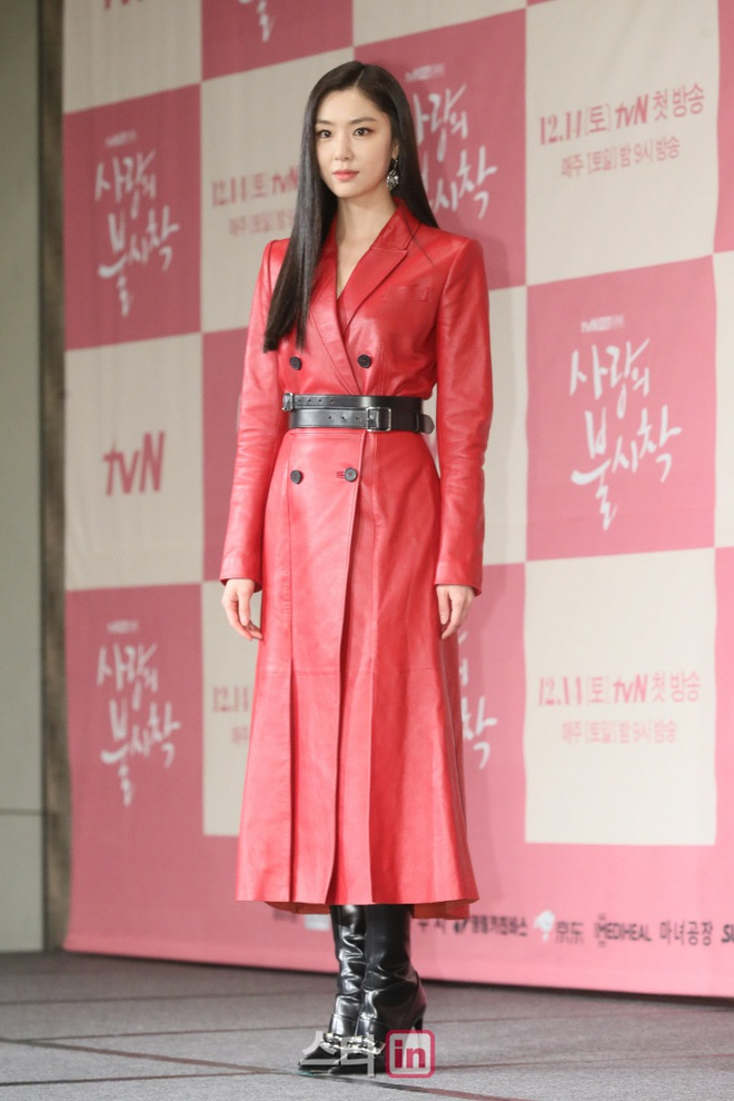 Sự kiện ngược đời: Nữ thần Son Ye Jin lu mờ trước nữ phụ cực sang chảnh, lộ khoảnh khắc cực tình với Hyun Bin - ảnh 9