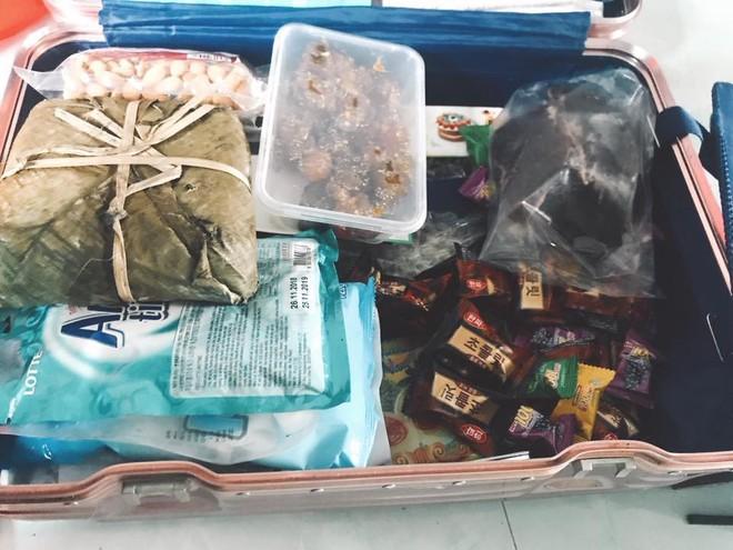 Quay lại thành phố sau nhiều ngày nghỉ Tết, chẳng phải áo quần, bánh kẹo, nước ngọt mới là hành lý của những người con xa nhà - Ảnh 5.