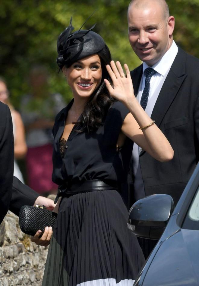 Là Công nương coi nét thanh lịch làm chuẩn nhưng chị em dâu Kate và Meghan cũng nhiều lần mắc lỗi trang phục khó đỡ - Ảnh 4.