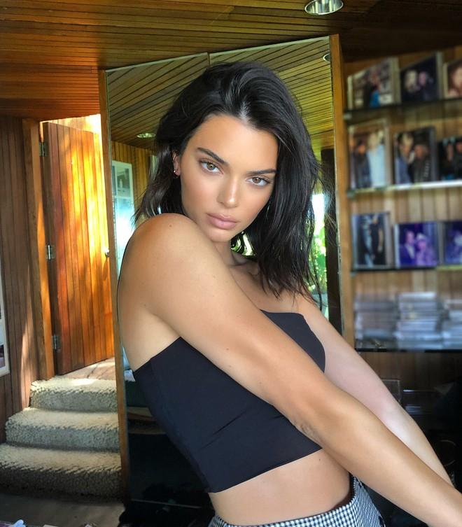 Vốn xinh sẵn nên Kendall Jenner chỉ phẩy qua 3 sản phẩm này là đã đủ đẹp hết phần thiên hạ - ảnh 4